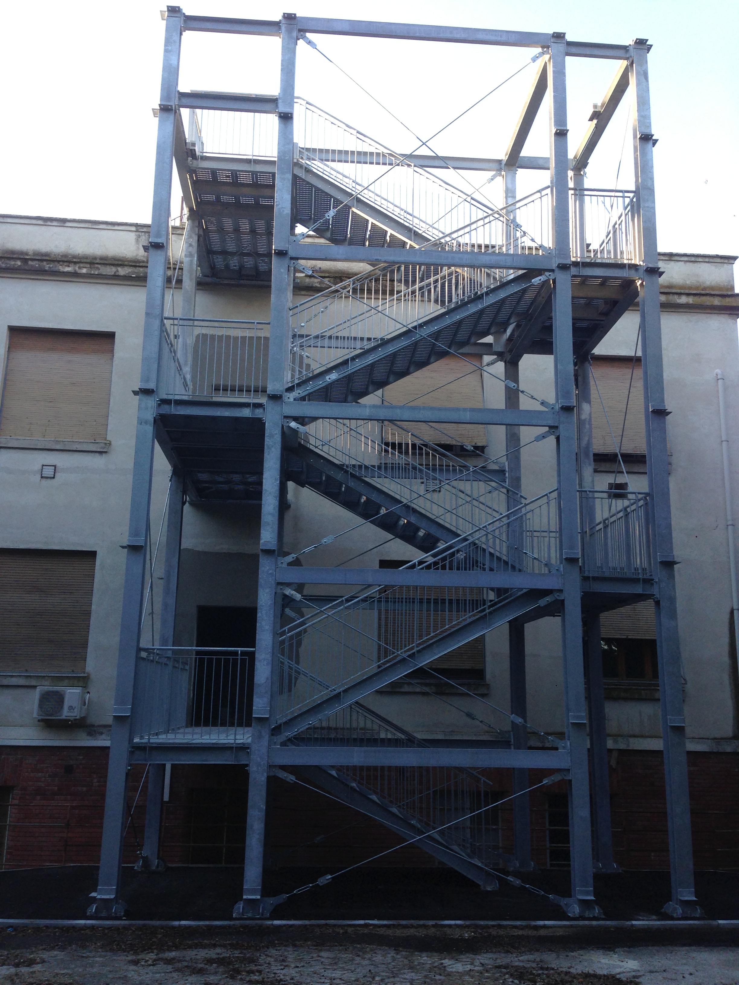 Scale di sicurezza e scale antincendio - Scale di ferro ...