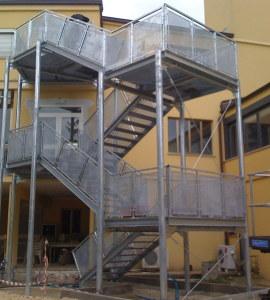Scale di sicurezza e scale antincendio - Scale prefabbricate per esterni in cemento ...